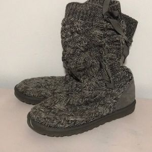 Gray Uggs Size 9